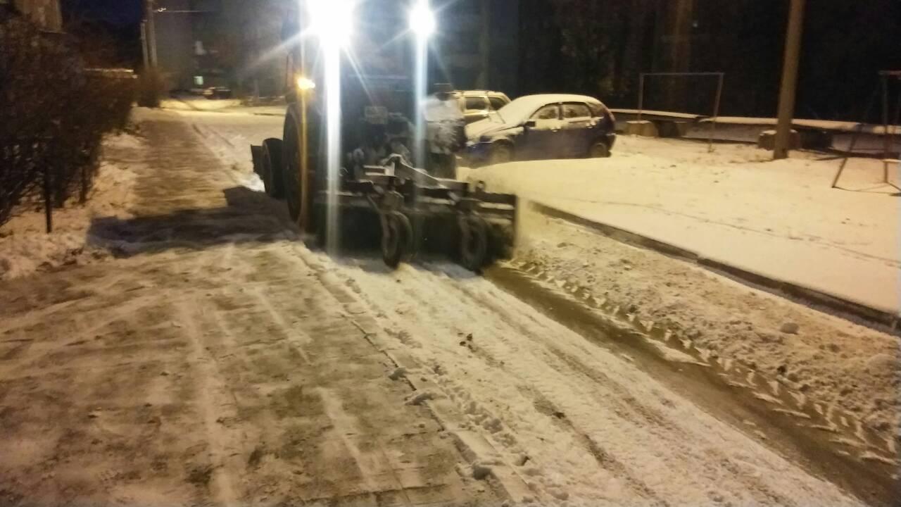 Лопаты стальные для уборки снега